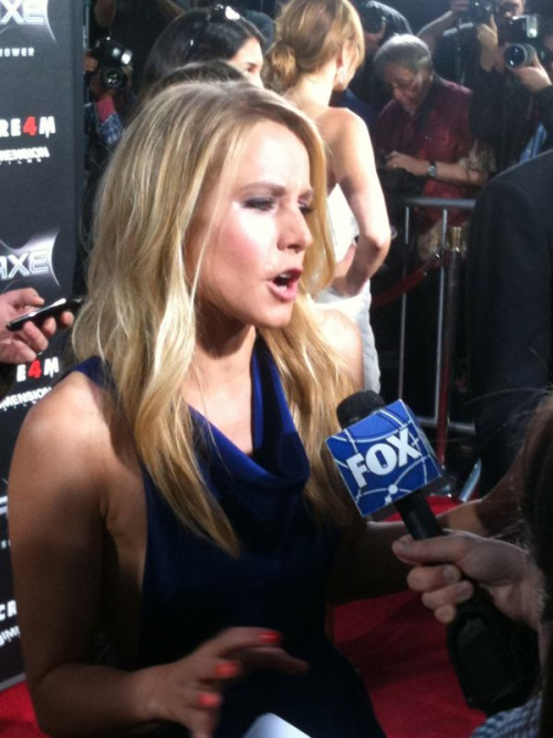 Kristen Bell at the red carpet premiere of her new movie SCREAM 4! Photo by: Screenslam.com