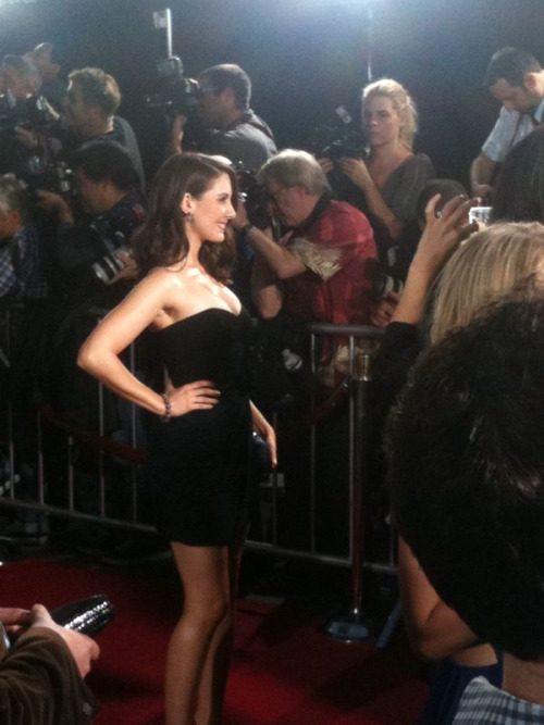 Alison Brie at the red carpet premiere of her new movie SCREAM 4! Photo by: Screenslam.com