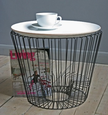This coffee table, magazine rack and tray makes me mad with this 50's/60's look! Nice! Here