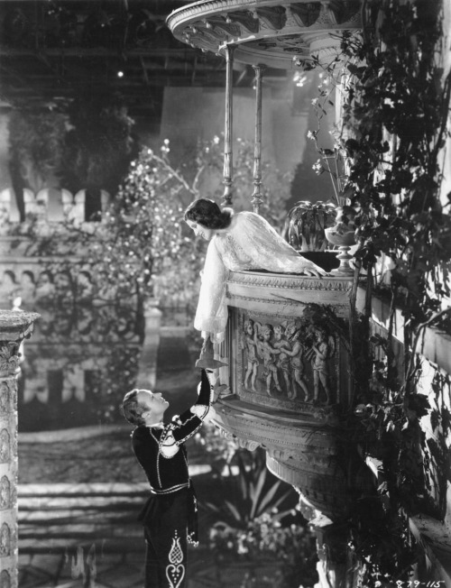 wehadfacesthen:  Leslie Howard and Norma Shearer, Romeo and Juliet (George Cukor, 1936)