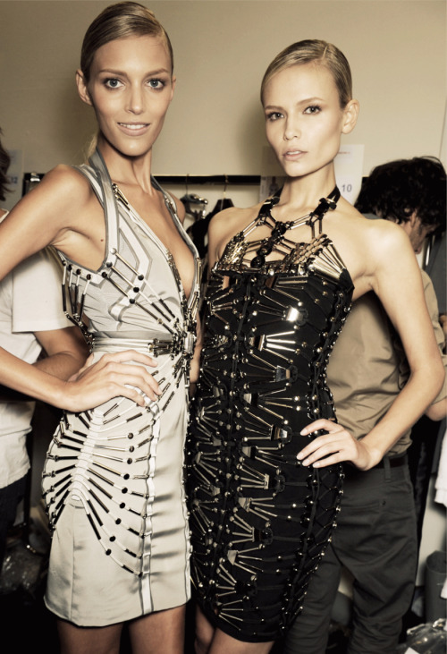 Anja Rubik and Natasha Poly from Gucci Spring 2010 RTW. One of my favourite collections.