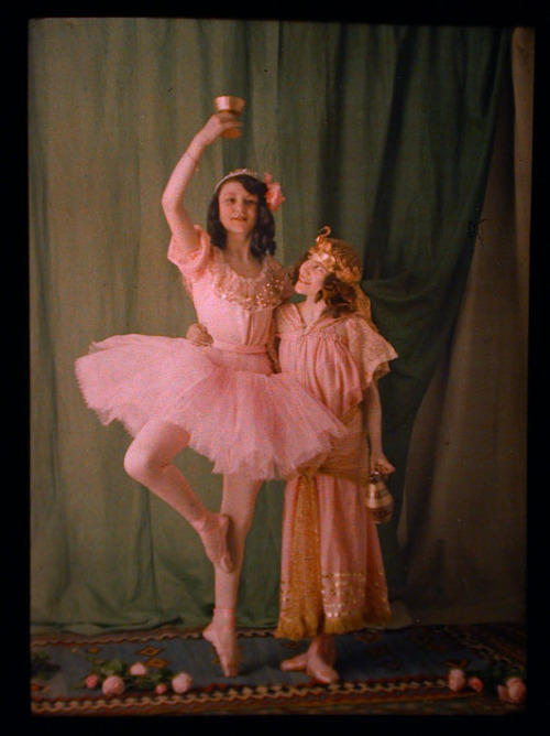 Dancers in Pink with Flowers - Autochrome - Jules Gervais Courtellemont - c. 1910