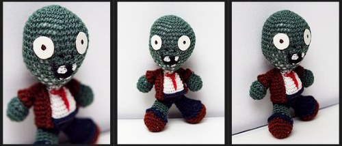 geek-art:  Crochet Plants vs Zombies Geek-Art.net   Clearly i will have to have my girlfriend make me some of these =)