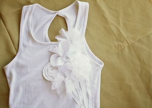 "(via ~Ruffles And Stuff~: ""Bouquet"" T-shirt Tutorial!)"