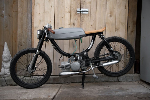 coolest moped ever…? moped:  fablebodied:  Basically the just of it.  seat fer aesthetics buy yer bum is gonna be barking on a ride!