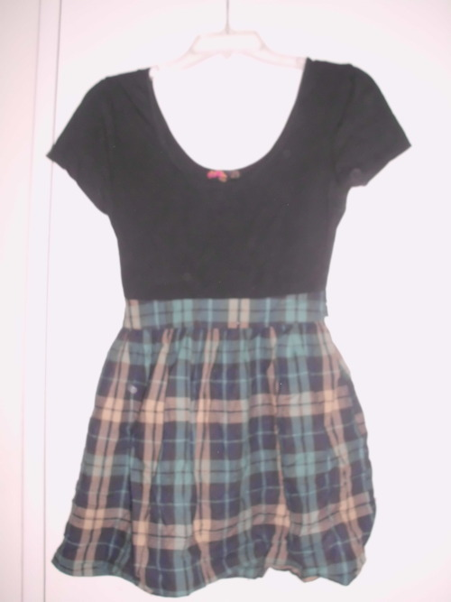 Forever 21 Green plaid/black dress. Size M. $12/trade.