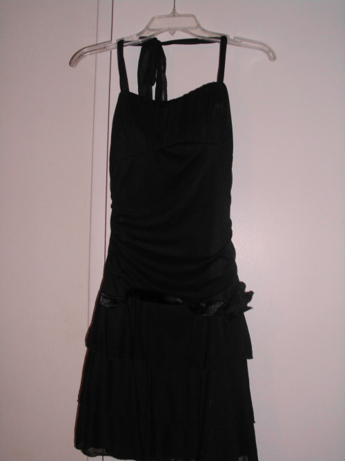 Ribbon halter party dress. Est size S. $20/trade.