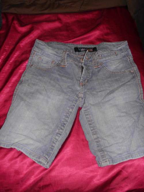Denim capri pants. Size 7. $12/trade.