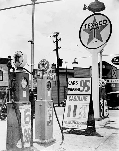 via hollyhocksandtulips:  New York gas station, 1936…11 cents per gallon!