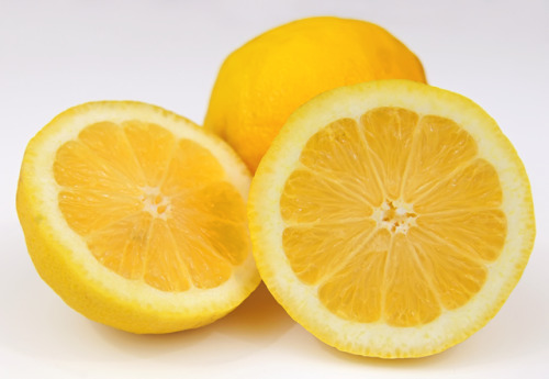 "The 10 Healthiest Foods on the Planet  Lemons Why They're Healthy: — Just one lemon has more than 100 percent of your daily intake of vitamin C, which may help increase ""good"" HDL cholesterol levels and strengthen bones. — Citrus flavonoids found in lemons may help inhibit the growth of cancer cells and act as an anti-inflammatory. Quick Tip: Add a slice of lemon to your green tea. One study found that citrus increases your body's ability to absorb the antioxidants in the tea by about 80 percent.  - Fitness"