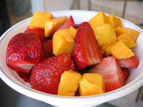 aw man… this looks soo good right now.. fresh bite-sized fruits are my fave!! #midnightcravings