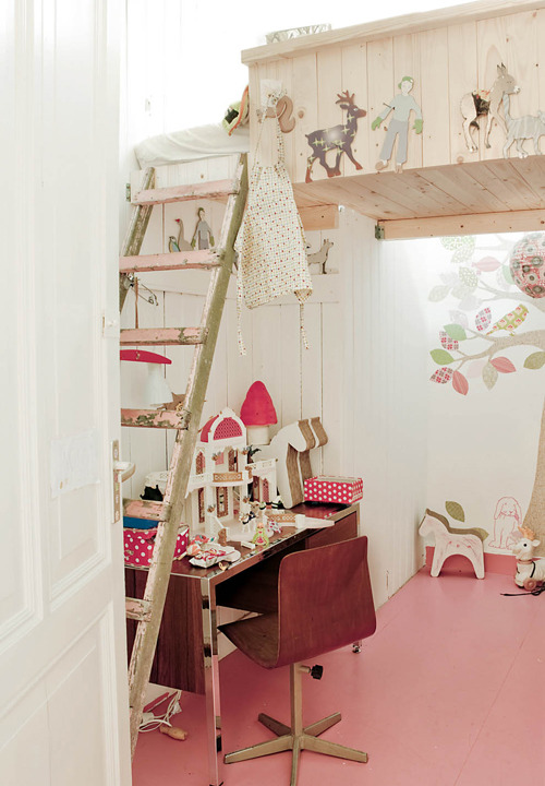 babylunastar:  Shabby chic little girls room. Sigh. (via a beautiful home in amsterdam | the style files)
