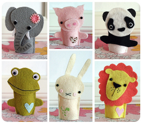 daintyloops:  i just died of cuteness. DIY instructions available through link. Animal finger puppets (by PlanetCoco)