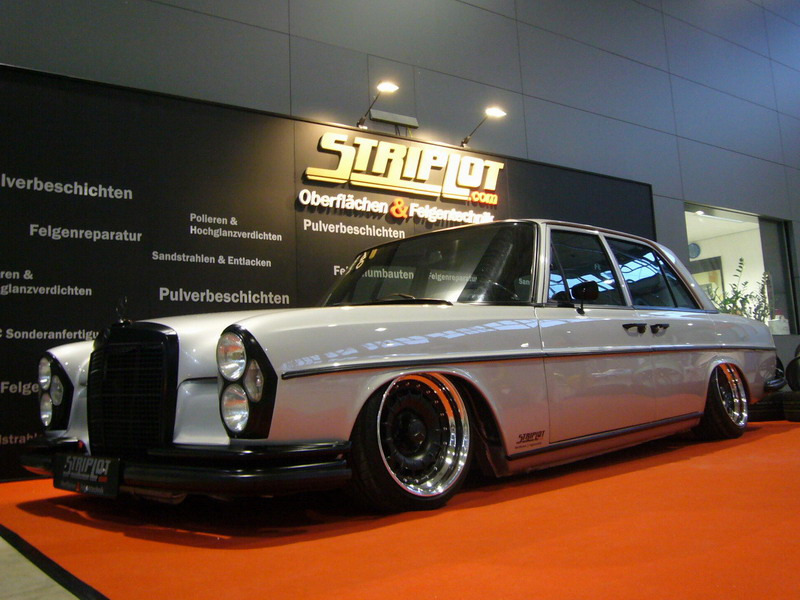 motormavens:  Damnnnnn this slammed Benz is ridiculous sick! I need one in my life. pacepirate:  so fucking gangsta it hurts.   need this.