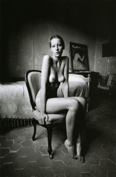 liquidnight:  Jeanloup Sieff Portrait of a seated lady, 1972