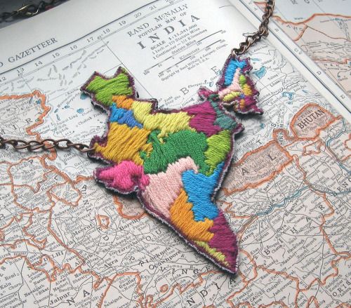 shellypolitik:  ilgattoselvatico:  Map of India Necklace. IL GATTO SELVATICO  मैं चाहता हूँ should be chahati hun for girls-Papa