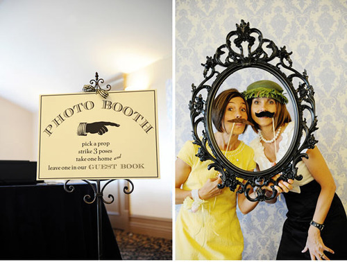 weddingwhimsy:  thewhitedress:  DIY photobooth   photo booths are so fun!