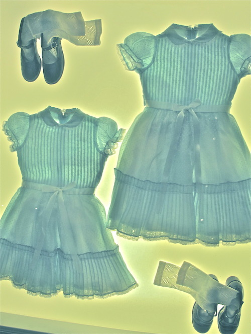 swandiamondrose, sweethearted:  Twins costumes from The Shining (1980) (via goosebumpsfitsandmalaria)