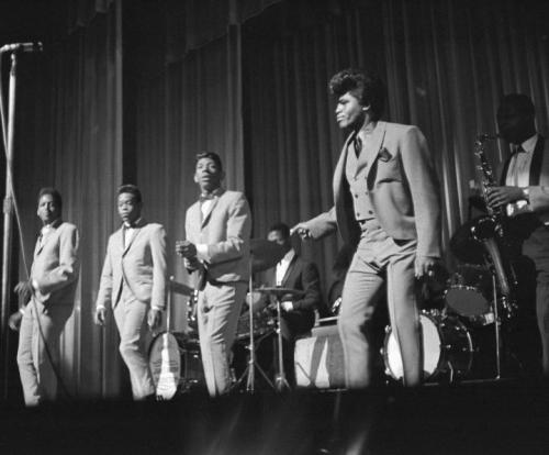 (via Photo: James Brown Performs in New York – 1964 | The Strut)