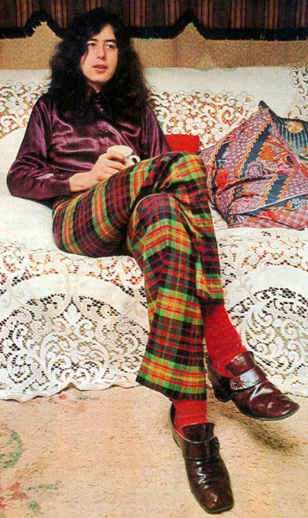 mygang:  Jimmy Page  Brilliant outfit.