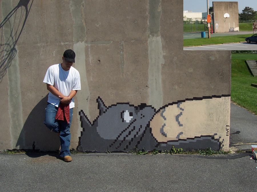 Daily Graffiti: 8-bit Totoro chalk graffiti by srfive3 on deviantART. Check out the Daily Graffiti Archives for more awesome geek graffiti!