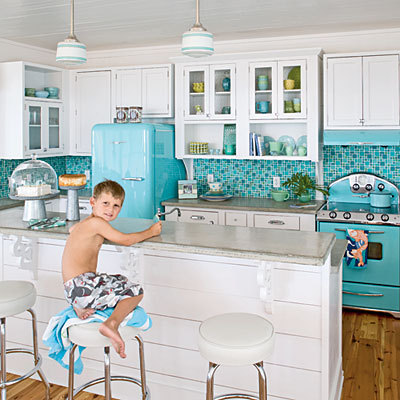 i-want-to-go-there-cottage:  (via Retro kitchen < Editors' 50 Favorite Coastal Rooms - Coastal Living)