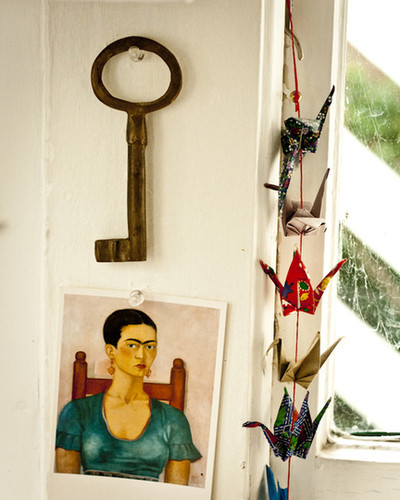 Oh, Apartment Therapy. What would we do without you? And Frida. Frida, my love!