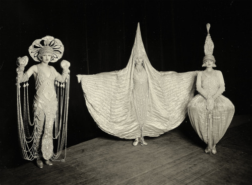 melisaki:  The Show Folies Bergère, London photo by William Davis, 1926