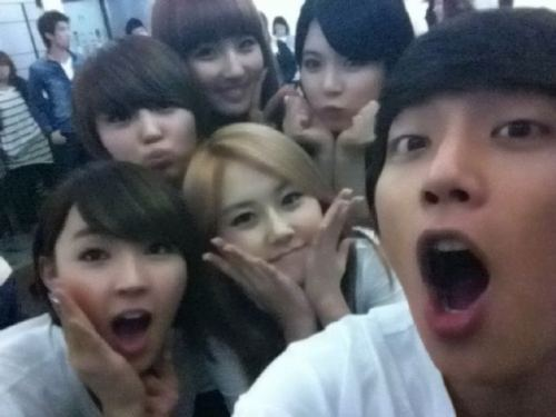 Doojun and th girls .. 4Minute ! I'm jealous! );