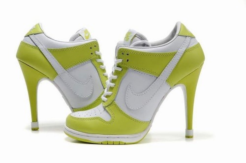 If i did see these on a female i would kinda bug out!! its a good look ma :)