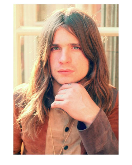 velcrosex:  wulfamongwolves:  Ozzy Osbourne, 1974 Ozzy was a handsome, contemplative devil back then.  EYES <3  …………………. WHOA.