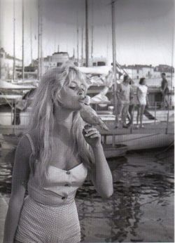 willyouride:  Existential Love.   Brigitte Bardot and a cute little birdy!