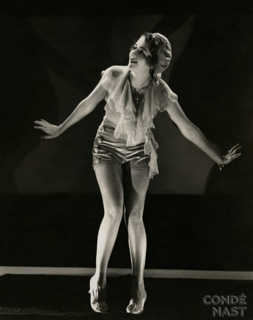 "oldhollywoodbrunettes:  Ruby Keeler (possibly in ""42nd Street"")  OH SHIT! THIS IS THE CUTEST. Perfect post before I go to Ragdolls (Adelaide's female charleston performance team)."