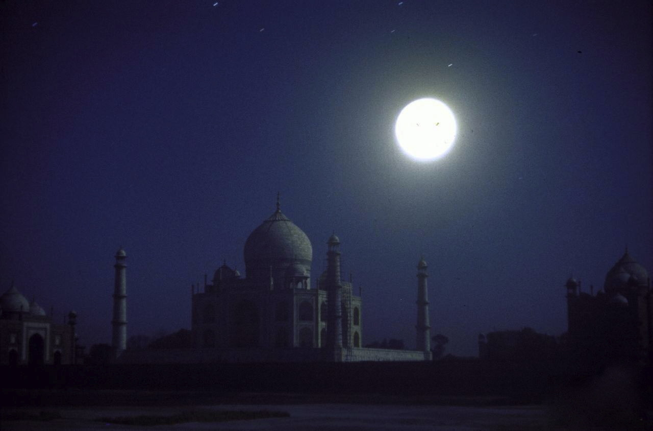 Eliot Elisofon: The Taj Mahal at night w. bright full moon, 1962. Thank you, i12bent.