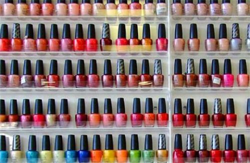 if only this were my collection…would have to sort the display of colours out though… bottom shelf looks messy…(hello neatness OCD)