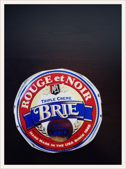Super happy that @LindyGrundy carries this Brie! I had this in Sonoma years ago and couldn't forget about it.