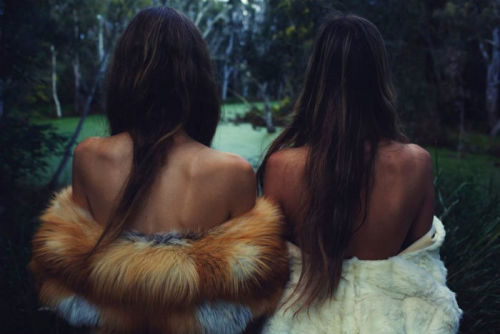 "girls with furs"" so 70s, totally bohemian! for more pics like this: http://chanelbagsandcigarettedrags.blogspot.com/2011/04/girls-with-furs-so-70s.html"