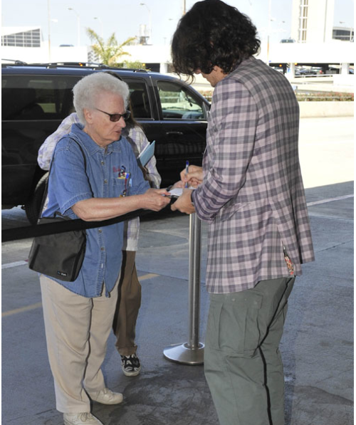 NEW PICTURES! LAX, April 17, 2011
