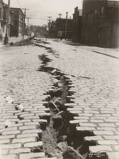 ckck:  Folsom Street, San Francisco after the Great Earthquake of April 18th, 1906.  Geez. Looks like somebody undid a big zipper.