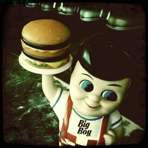Bob's Big Boy can be creepy. Look at those eyes!