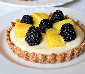 findvegan:  Fruity Coconut-Cashew Cream Tarts  *drool*