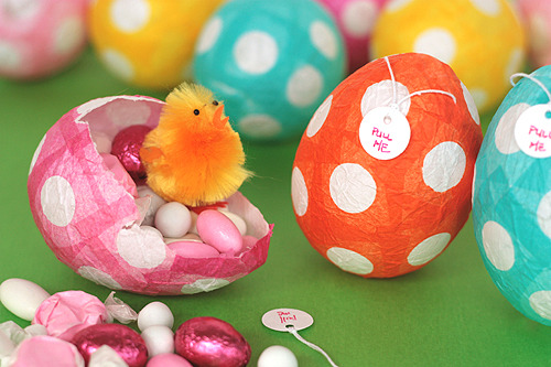"creativeinspiration:  Papier-Mache Easter Eggs  ""Click here: Papier-Mache Easter Eggs to find (much) more detailed instructions on how to make them."" Found Via NotMartha"