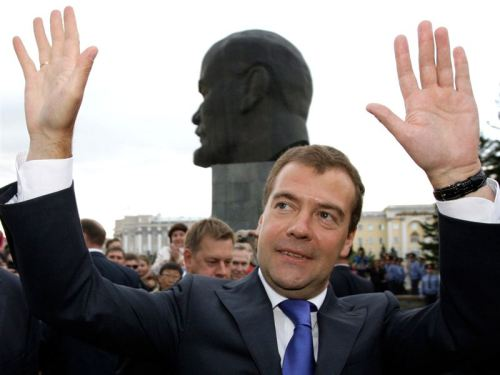 whatmakesmedvedevhappy:Having ten fingers makes Medvedev happy