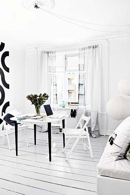 A living room as white as it can be. Photo by Danish Morten  Holtum. (via fromscandinaviawithlove)