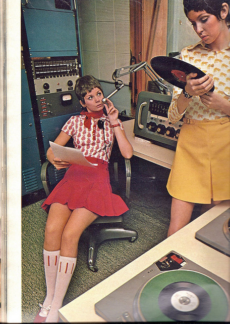 borninflames:   Girl deejays! (via Retrospace: Vinyl Makes a Comeback)