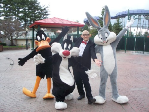 Photo Op with Sylvester, Daffy, Mr. Six and Bugs Bunny! Six Flags New England