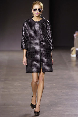 A look from Proenza Schouler Spring 2007 RTW. Wish I could still find this jacket…genius for spring.