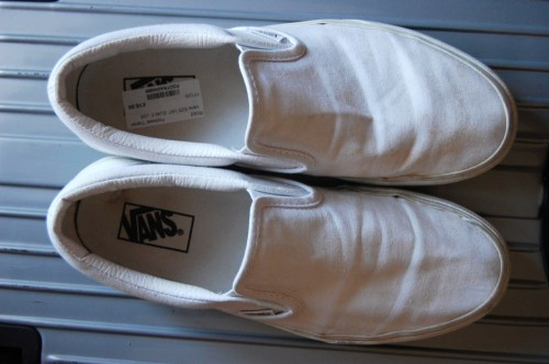 Got these plain vans for £15 from Rokit… I dont wear plain white shoes and I'm rarely seen in trainers..so everyone kinda new that there was a hidden intent behind this…  If I go through with what I'm thinking I may just ruin my vans…Oh well..at a price like that I couldn't resist..so here it goes….