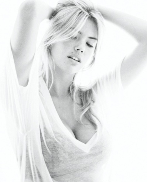 mostexerent:  Kate Upton. (Click for Kate Upton doing the Dougie) livinoffthegrid: