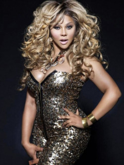 Wow! Its been a minute since I seen lil kim….she looks stunning!